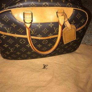CERTIFIED AUTHENTIC LV Deauville 💗💗💗